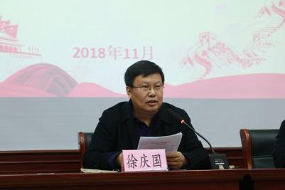 学院党委书记徐庆国,mpa教育管理办公室主任梁栋和2018级mpa学生参加